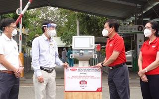 Video: Dai-ichi Life Việt Nam và Tuổi Trẻ trao máy thở 480 triệu đồng cho bệnh viện Lê Văn Thịnh