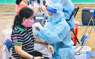 Video: TP.HCM tiêm 930.000 liều vắc xin đợt 5; Người mắc bệnh nền, trên 65 tuổi tiêm ở bệnh viện