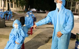 Video: Chuyến xe nghĩa tình đưa bà con Quảng Nam về quê
