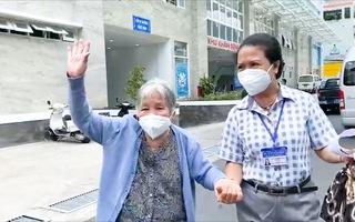 Video: Nhiều người nghèo, lớn tuổi an tâm khi được tiêm vắc xin ở TP.HCM