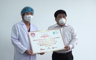 Video: 'Sài Gòn thương nhau' cùng Tuổi Trẻ trao xe cứu thương, máy xét nghiệm cho Bệnh viện An Bình