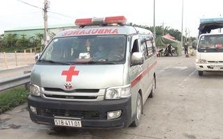 Video: Dùng xe cứu thương chở khách từ TP.HCM về Vĩnh Long, khi đến chốt kiểm dịch thì bị phát hiện