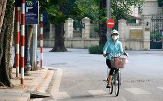 Video: Đường phố Hà Nội vắng lặng trong những ngày đầu giãn cách