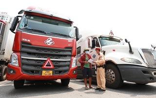 Video: Hàng ngàn xe chờ quay đầu ở cửa ngõ Hà Nội vì không phải 'luồng xanh'