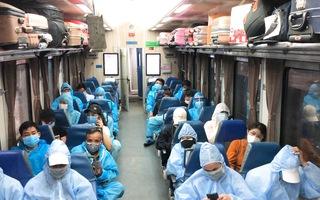 Video: Trên chuyến tàu đặc biệt đưa hàng trăm người dân Hà Tĩnh về quê