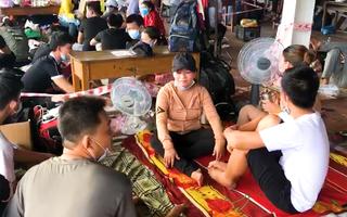 Video: Chiều 28-7, hàng ngàn người về quê vạ vật chờ qua chốt tại Thừa Thiên Huế