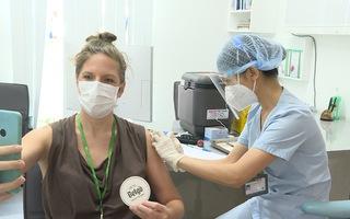 Video: Bệnh viện FV tiêm vắc xin cho 5.000 công dân Pháp và thân nhân tại Việt Nam