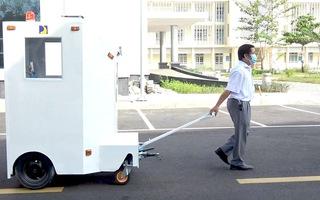Video: Giảng viên chế tạo cabin chở bệnh nhân nhiễm COVID-19 từ ngoài đường vào tận phòng điều trị
