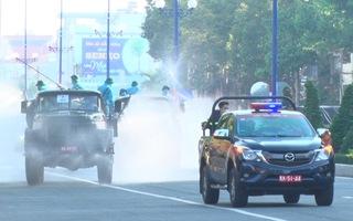 Video: Hàng loạt xe chuyên dụng phun khử khuẩn 55 tuyến đường ở TP Mỹ Tho