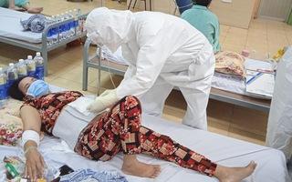 Video: Nữ bệnh nhân phát hiện nhiễm COVID-19 khi nhập viện điều trị bỏng nước sôi