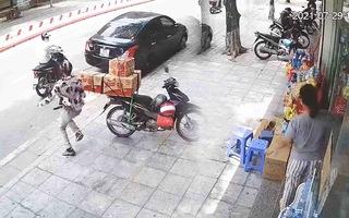 Video: Vào cửa hàng tạp hoá cướp đồ rồi bỏ chạy ở Hà Nội