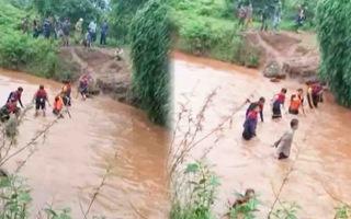 Video: Ròng rã hơn 20 giờ tìm kiếm bé trai 4 tuổi bị nước cuốn trôi ở Gia Lai