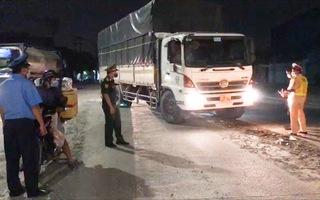 Video: Nhiều tài xế chưa có giấy xét nghiệm âm tính phải quay đầu xe khi vào Đồng Nai