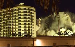 Video: Đánh sập phần còn lại của tòa nhà ở Surfside, Florida để tìm người mất tích