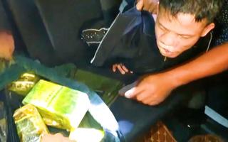 Video: Bắt nghi phạm vận chuyển 11kg ma túy bằng ôtô từ Hà Tĩnh đi Hà Nội