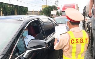 Video: Nhiều người rời TP.HCM về quê phải quay đầu vì không có 'giấy thông hành' âm tính