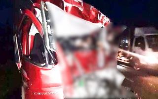 Video: Tông vào đuôi xe chở dừa đang đậu ven quốc lộ, tài xế tử vong trên cabin