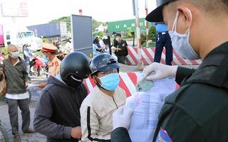 Video: Hàng ngàn người đi qua Đồng Nai, đông đúc ở khu vực khai báo y tế