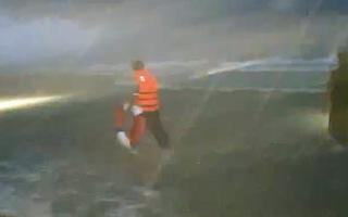 Video: Tắm biển trong thời gian giãn cách, 2 người chết, 1 người mất tích ở Phú Quốc