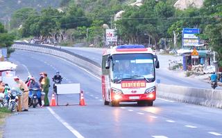 Video: Bình Thuận hỏa tốc đề nghị Đồng Nai dừng đưa cả ngàn người ngang qua tỉnh khi chưa thống nhất