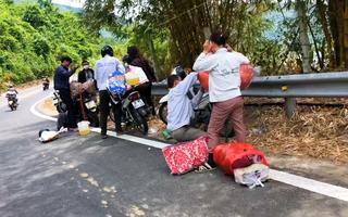 Video: Hầm Hải Vân ngưng trung chuyển vì quá tải, dòng người đi xe máy vượt đèo về quê
