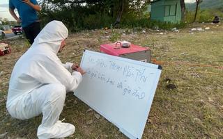 Video: Được chăm lo chai nước, hộp cơm trên đường về quê tránh dịch, người dân mừng rơi nước mắt