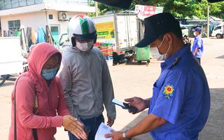 Video: Nhiều người Đà Nẵng chưa có phiếu đi chợ, giấy thông hành