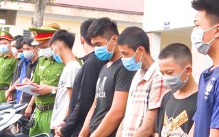 Video: Bắt hơn 20 thanh niên mang dao phóng lợn 'chọc ghẹo' phụ nữ đi đường