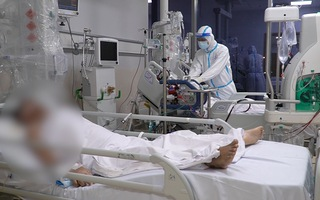 Video: Chuyện chưa kể trong Bệnh viện Hồi sức COVID-19 lớn nhất cả nước