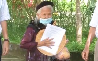 Video: Cảm động cụ bà 96 tuổi xuất viện sau 19 ngày điều trị COVID-19 ở Bình Phước