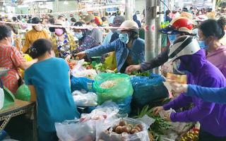 Video: Người dân Đà Nẵng đổ xô mua sắm tích trữ thực phẩm sau khi có thông tin 'hạn chế ra khỏi nhà'