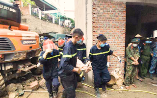 Video: 4 công nhân ngủ trong lán dựng tạm bị đất đá vùi lấp, 3 người tử vong ở TP Hạ Long
