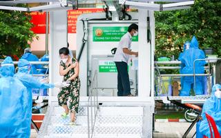 Video: Cận cảnh 'siêu xe' tiêm vắc xin lưu động ở TP.HCM