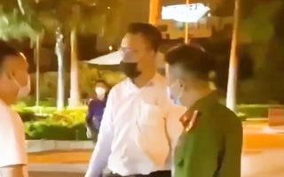 Video: Người đàn ông tự xưng là tiến sĩ có lời lẽ, cử chỉ gây bức xúc tại chốt kiểm dịch