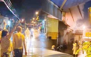 Video: Cháy tiệm tạp hóa, vợ chồng chủ nhà cùng cháu gái tử vong