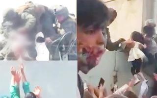 Video: Lính Mỹ nhấc bổng bé sơ sinh qua hàng rào thép gai ở sân bay Kabul để đưa đi cấp cứu