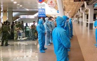Video: 300 cán bộ, học viên Học viện Quân y hỗ trợ TP.HCM chống dịch đã đến Tân Sơn Nhất