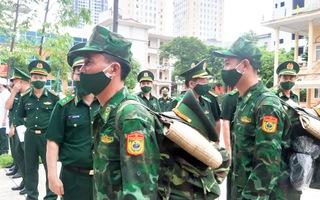 Video: 'Thầy thuốc quân hàm xanh' tăng cường vào các tỉnh phía Nam chống dịch