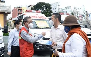 Video: Trao tặng 6 xe cứu thương cho các bệnh viện điều trị COVID-19 ở TP.HCM
