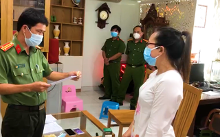 Video: Bắt nữ chủ tiệm vàng ở quận 5 liên quan đường dây buôn lậu 51kg do bà Mười Tường cầm đầu
