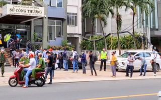 Video: Xếp hàng dài ở Sở Công thương TP.HCM để điền thông tin và chờ nhận giấy đi đường