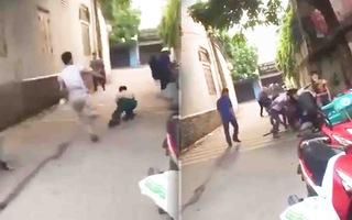 Video: Một đối tượng đuổi chém chỉ huy trưởng quân sự xã tại chốt kiểm soát