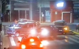Video: Nhóm cướp trang bị súng máy, vật liệu nổ, thiết bị bay không người lái tấn công 3 ngân hàng
