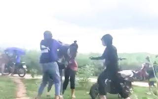 Video: Công an triệu tập nhóm đánh hội đồng một nữ sinh, quay video tung lên mạng