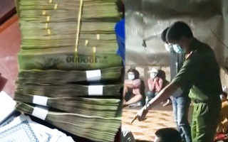 Video: Tạm giữ hình sự 12 người sát phạt trên hai chiếu bạc trong lúc giãn cách theo chỉ thị 16