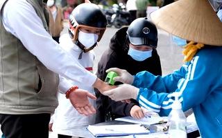 Video: Chợ ở Đà Lạt đóng dấu 'đã khai báo y tế' lên tay người dân