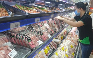Video: Nhân viên siêu thị ở TP.HCM được ra đường sau 18h để làm việc
