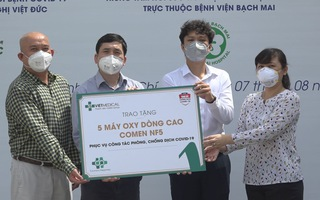 Công ty Vietmedical trao tặng 10 máy oxy dòng cao chung tay phòng chống dịch COVID -19