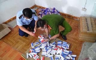 Video: Phát hiện hàng trăm hộp thuốc 'trôi nổi' được rao bán điều trị COVID-19 với giá gấp đôi