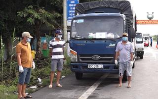 Video: Phạt 7,5 triệu đồng tài xế xe tải chở người từ TP.HCM về quê